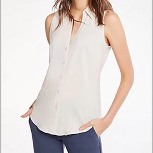 ANN TAYLOR •NWT Essential Sleeveless Button Up Top
